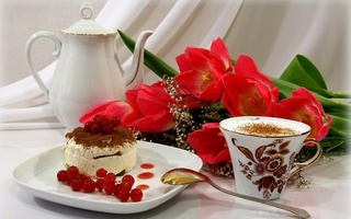 cappuccino, coffee, торт, tulip, ягода, cup, Cake, red, red tulips, flowers